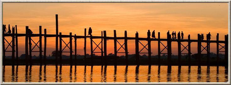 Coucher de soleil sur le pont Ubein à Amarapura