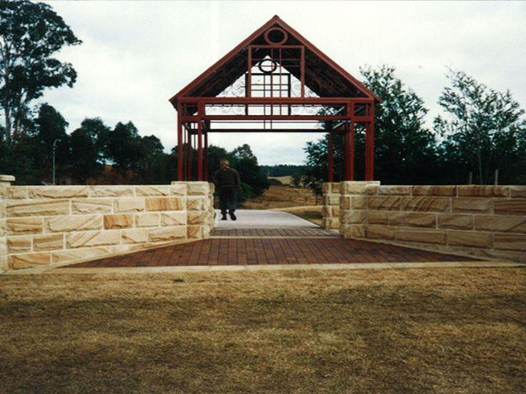 stonehenge stonemason retaining walls. Leading stonemasons in Sydney. Visit www.stonehegestonemasons.com.au