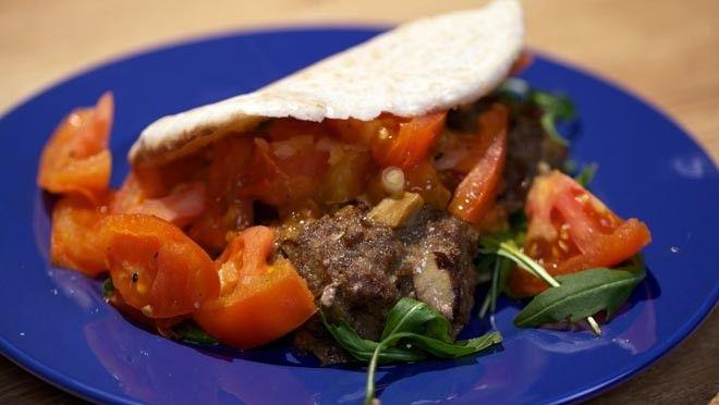 Portobello-hamburgers met gebakken vleestomaat - recept | 24Kitchen