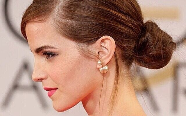 Emma Watson in Miss en Dior Pearl earrings
