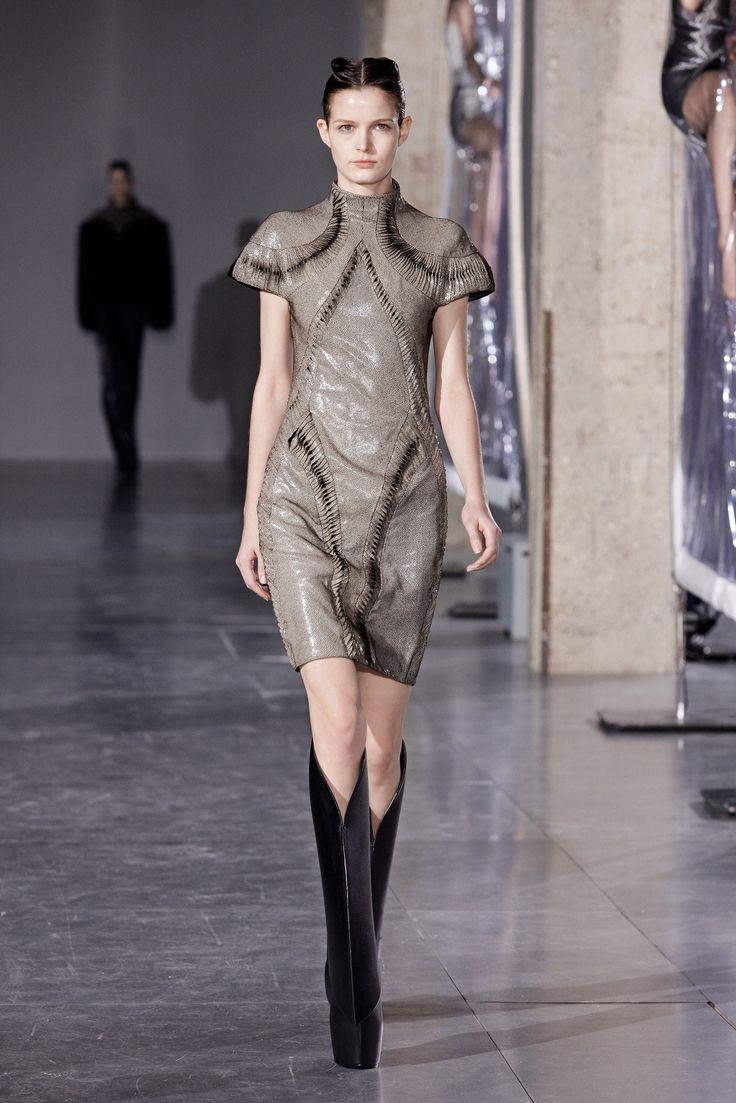 Iris van Herpen Fall 2014 Ready-to-Wear Fashion Show