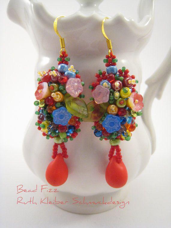 Bunte Perlenstickerei Ohrringe Frühlingsblumen von BeadFizz auf Etsy