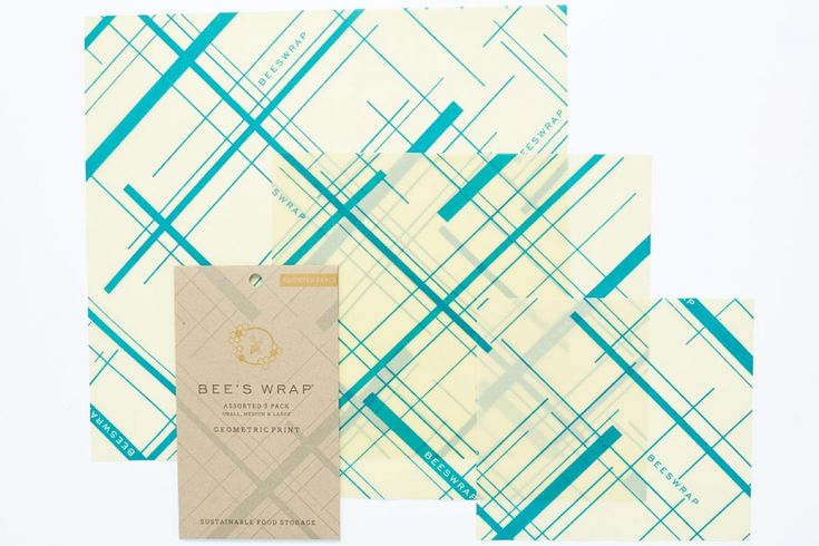 Et miljøvennlig og giftfritt alternativ til plastikk - Bee´s Wrap Multipack med 3 ark i størrelsen Small, Medium og Large. Small, Medium og Large arkene finnes også i 3 pack. De tre arkene har målene: Small 17,7 x 20,3cm, Medium 25,4 x 27,9cm og Large 33 x