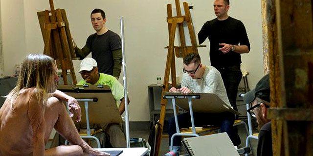 Обнаженный Игги Поп позирует студентам художественного колледжа, Бруклин