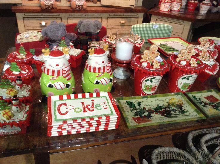 Πολλες Χριστουγεννιατικες πιατελες στο Woodhouse