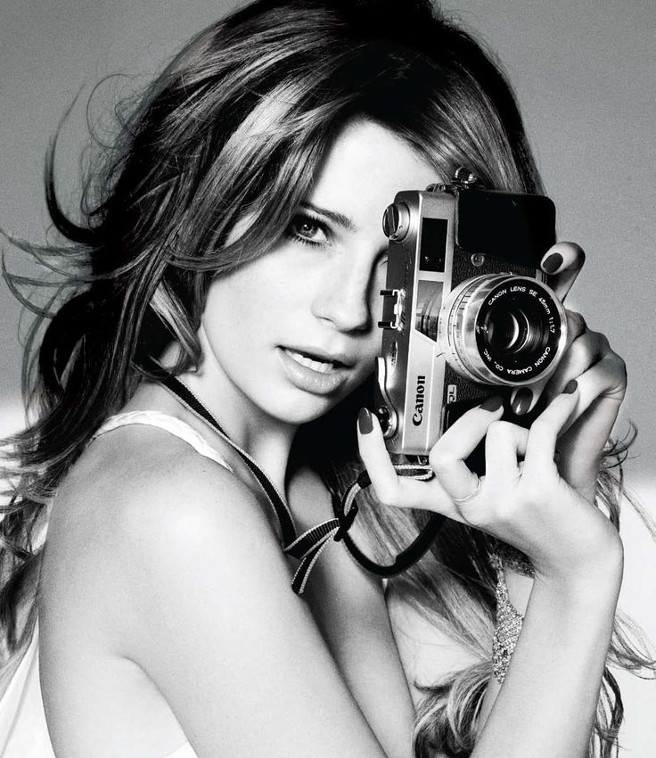 Mischa Barton, cover of GenLux (France) holding a Canon QL