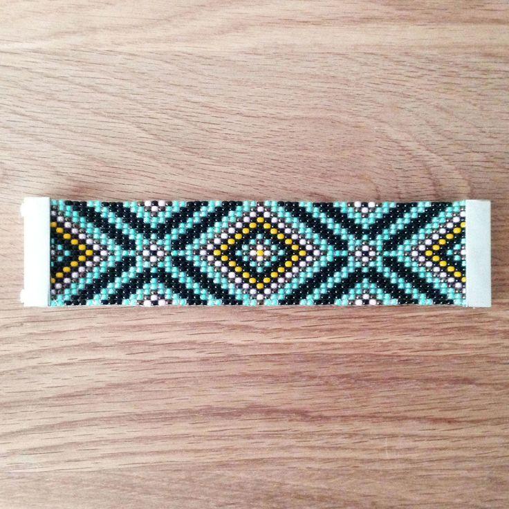 17 meilleures id es propos de mod les de bracelets en perles sur pinterest perles jumelles. Black Bedroom Furniture Sets. Home Design Ideas