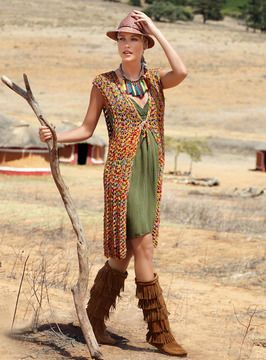 Bunte+Farben,+luftige+Maschen+entfalten+ihren+Zauber+auch+jenseits+von+Afrika.+Die+Longweste+wird+als+stylisches+Accessoire+eingesetzt.