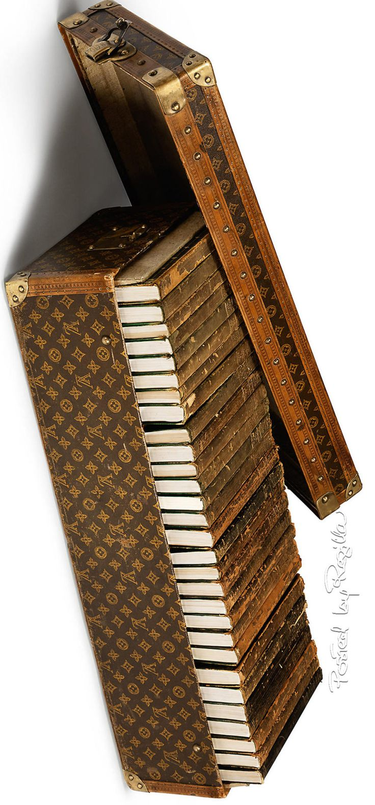 Louis Vuitton Traveling Book Trunk | House of Beccaria#