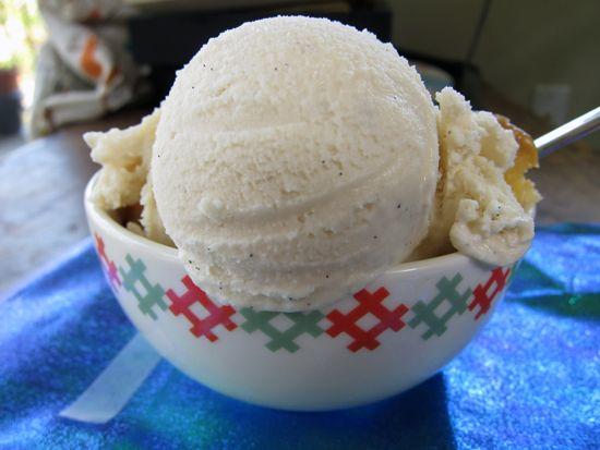 Old Fashioned Vanilla Ice Cream http://poppytalk.blogspot.com/2012/06 ...
