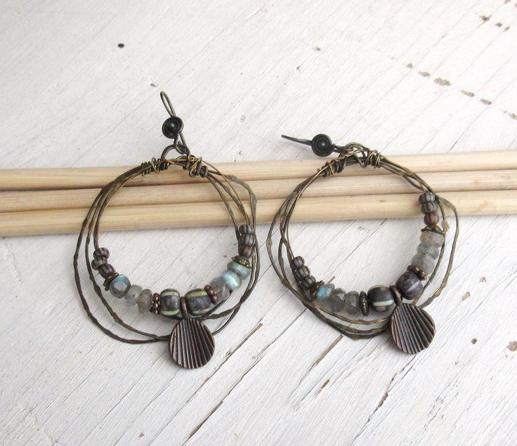 Boucles d'oreille de style créoles avec labradorite : Délicate Attention ..... : Boucles d'oreille par les-reves-de-minsy