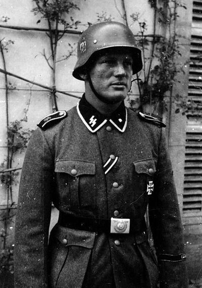 Meine Ehre heißt Treue — deutschnord: A soldier of the Waffen-SS