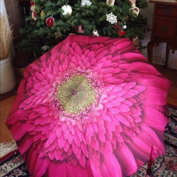 Get Ready For El Niño In Style I still have 5 of these beautiful Pink Gerbera Daisy pop up umbrellas.  Purchased for a Breast Cancer fund raiser.  They have never been out of their boxes.  Easy push button open!  $16 EACH--firm price. Galleria Accessories Umbrellas