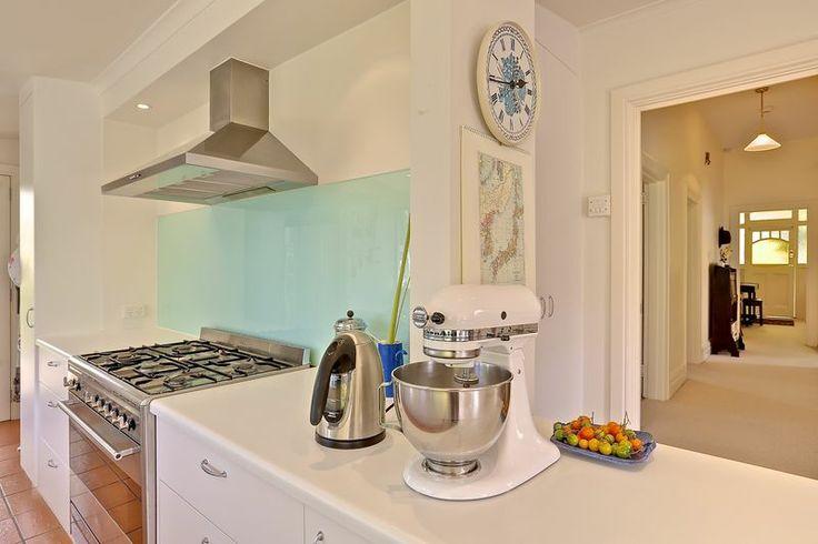 Kitchen & glass splash back