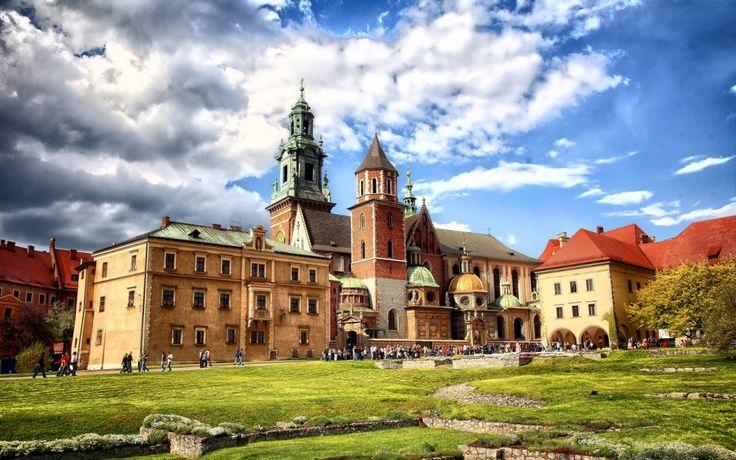 Wawel Castle Krakow // Do you want to visit Wawel Castle in Krakow? check http://eltours.com/tours-menu/krakow-tours