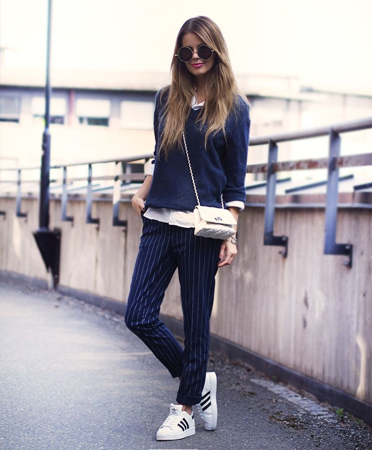 nettenestea outfit antrekk adidas sneakers stripete blå bukser mote blogg casual streetstyle annette haga