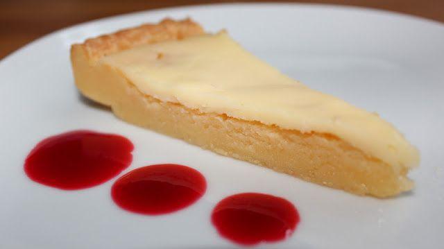Mat med Suss: Fredag och vit kladdkaka med hallonsås