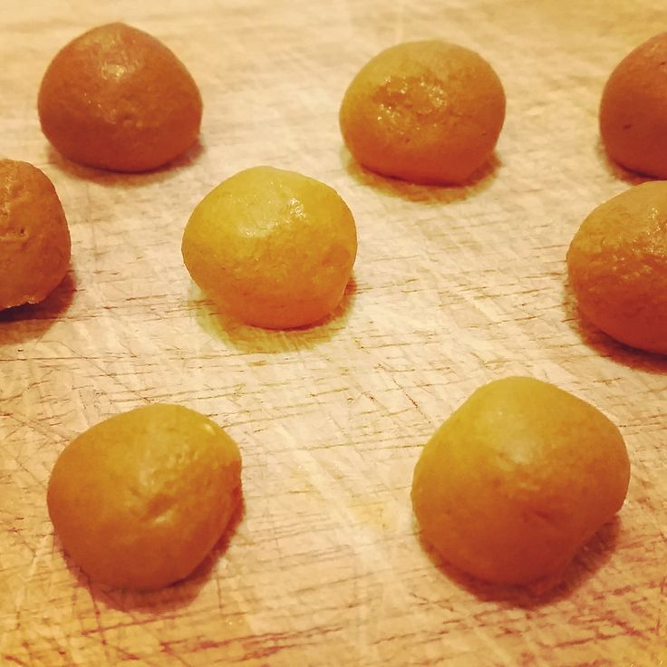 Turmeric Balls - a DIY Anti-Inflammatory Supplement. Recipe includes honey, black pepper, and coconut oil. All ingredients to boost the ingredients of turmeric. Must try these pills.