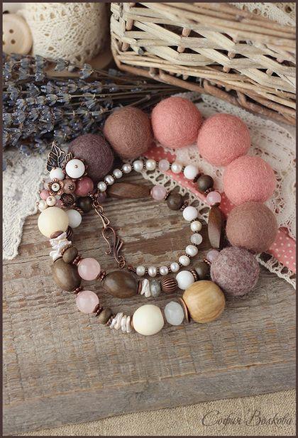 """Бусы """"Румяная весна"""" - бусы,войлочные бусы,бусы с камнями,розовый,пыльно-розовый"""