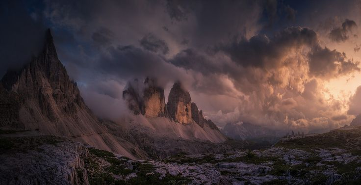 The sky before sunset at Tre Cime di Lavaredo in the dolomites South Tyrol Italy[1600 x 820]  By Carlos F. Turienzo - snowsnothing