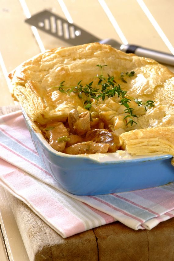 Chicken and Thyme Pie: Create a delicious pie filling with chicken, mushrooms and spring onions – top it with puff pastry and it will be ready in no time! #pierecipes