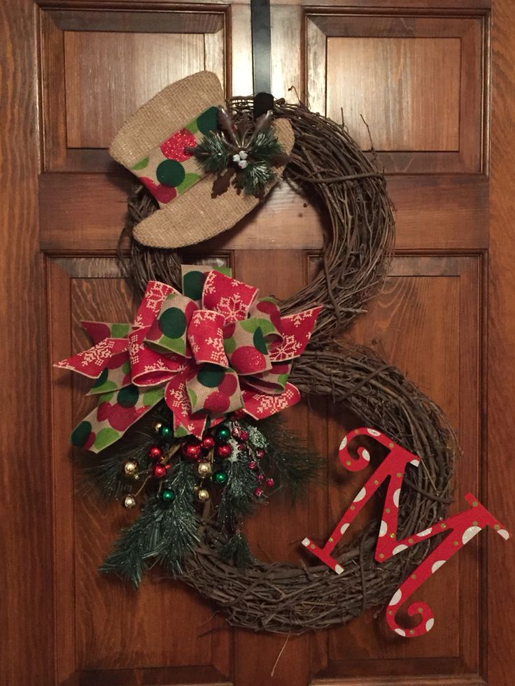 Grapevine snowman wreath with burlap hat green and red