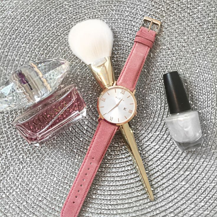 Look stylish everyday with the right accessories. We love the Pink Leather Strap with our Siena Rose Gold Watch!