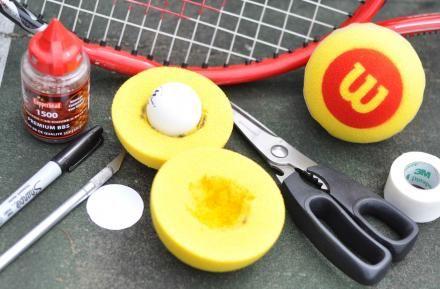 Fabriquer une balle de tennis adaptée : http://www.kplu.org/post/how-nw-teens-taught-blind-kids-play-tennis