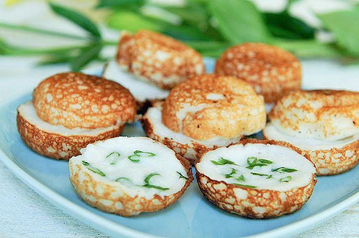 I wish there was somewhere I could go get these now! I could eat a whole tray of these babies. All day long. They're sweet but also kind of savoury too. Coconut Custard Pies | Khanom Krok - the best street food snack EVER!