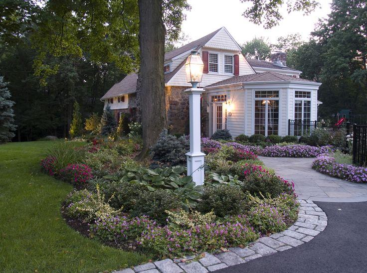 Landscape front yard lighting design