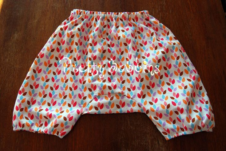 Tutorial & pattern (18m) for toddler harem pants. Perfect gift for a little one