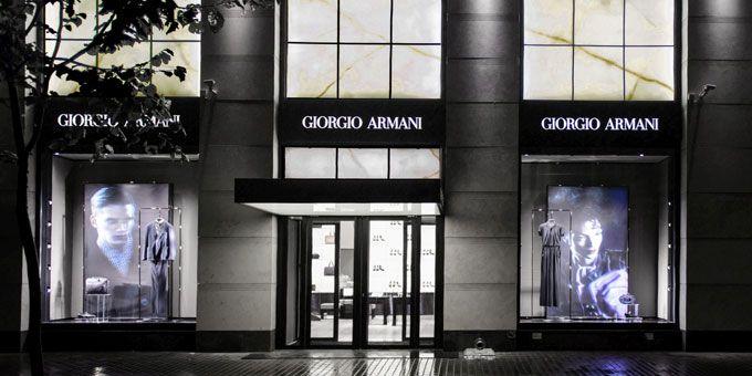 A San Pietroburgo, in Russia, ha aperto la prima boutique Giorgio Armani. L'apertura di questo nuovo importante negozio è stata festeggiata con un Cocktail.http://www.sfilate.it/213226/un-super-cocktail-con-150-ospiti-per-giorgio-armani-russia