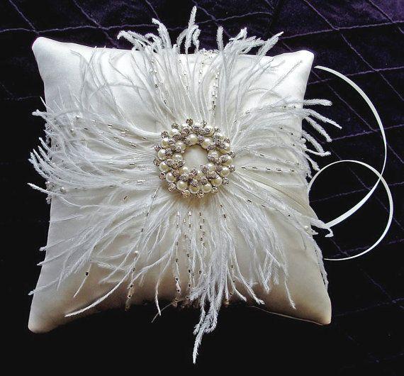 Gracia cuentas pluma anillo seda portador almohada por EmiciBridal, $290.00