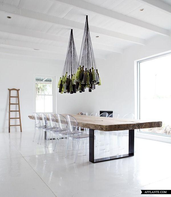 Tisch und Lampen
