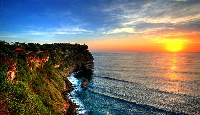 Pesona Uluwatu Bali Yang Memikat Hati