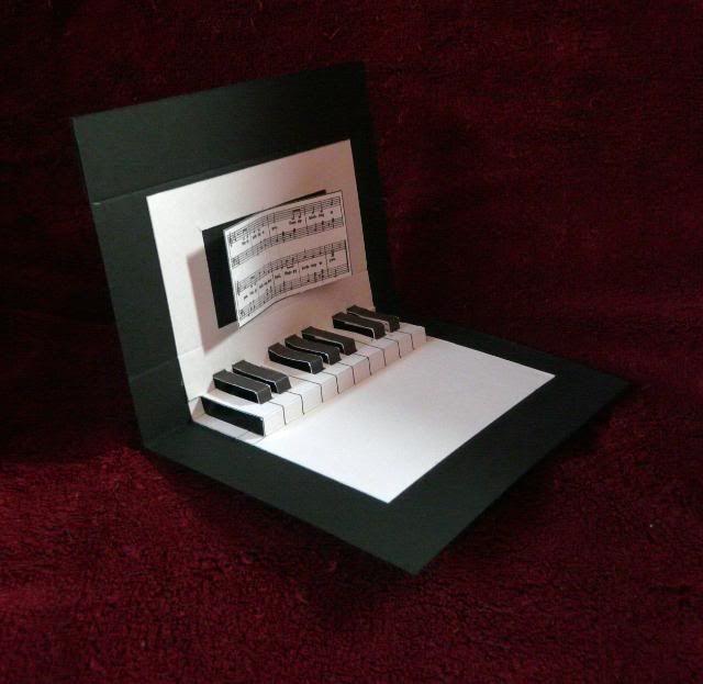 Pop-up piano card. Très bonnes instructions et template sur le blog. Carte envoyée à Harry pour son anniversaire.