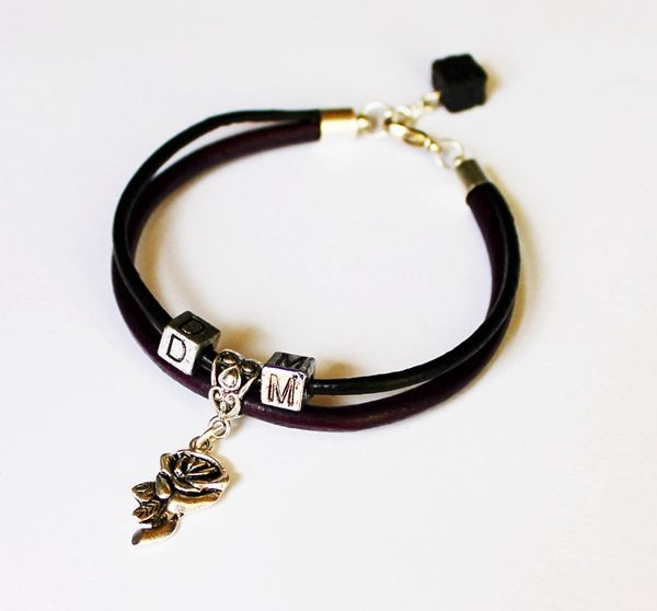Bracelet made of black and violet leather thong