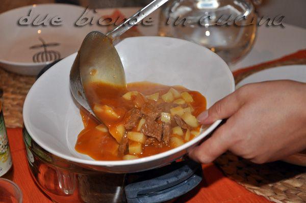 Due bionde in cucina: Gulaschsuppe (minestra di gulasch)