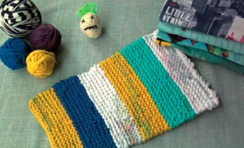 TRICOTOSAS: Recicla tus camisetas viejas u transfórmalas. Recorta tiras con el tejido, únelas ¡y a tricotar!: Reciclar Telalanahilo