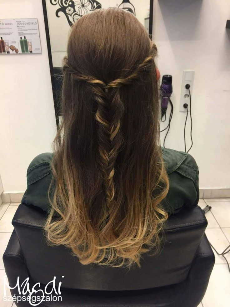Egy cuki fonattal összel is feldohatjuk a frizurád 😃 Tetszik? 😃