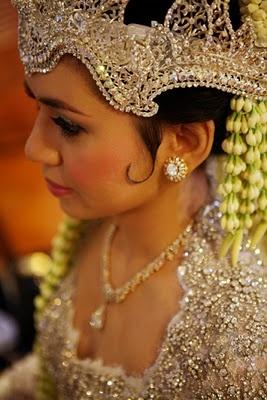 traditional Sundanese bride
