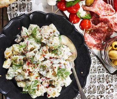 Recept: Potatissallad med kapris, äpple och saltgurka