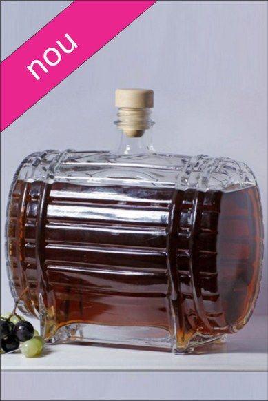 Sticla 1,5 L Butoi, recomandata pentru a servi vin, tuica sau alte bauturi alcoolice.
