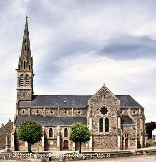 Église St-Sébastien, à Noyal ((Iliz Noual-Pentrev). Elle fut construite entre 1879 et 1881.