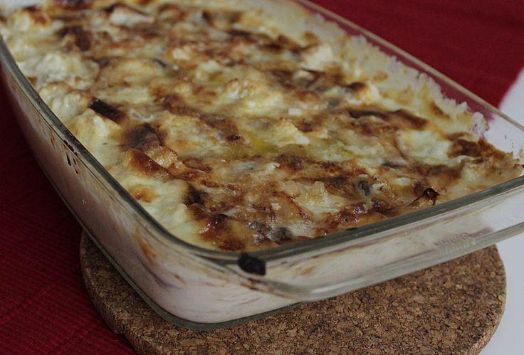 Ifjol gjorde vi en LCHF-variant på Janssons frestelse där potatisen var ersatt med rättika. Den blev god. I år gjorde vi med blomkål ist...