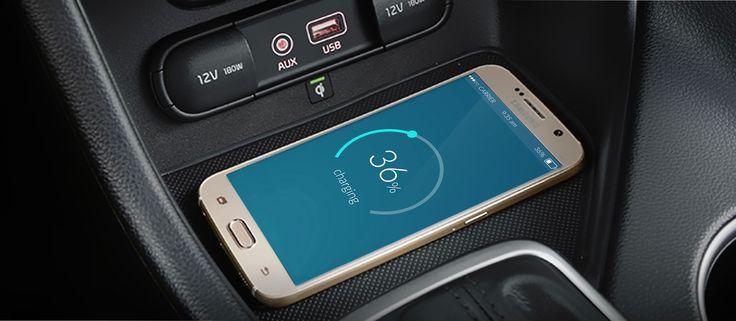 Rechargez votre téléphone portable sans cable en plaçant tout simplement votre téléphone portable sur le socle de la console. Mais attention, votre appareil doit être compatible pour bénéficier du système de chargement par induction.