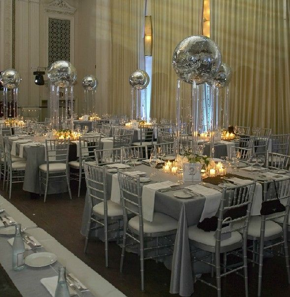 This is beautiful silver decor all the way around. Would be nice for a corporate holiday party.