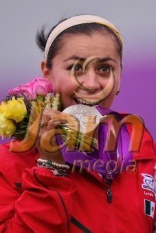 LONDRES, INGLATERRA, AGOSTO 2: Aida Roman en festejo al ganar la medalla de plata, durante la competencia de tiro con arco individual femenil, de los Juegos Olimpicos Londres 2012, en Lords Cricket Ground el 2 de agosto de 2012 en Londres, Inglaterra. (Foto: Hector Vivas/JAM MEDIA)