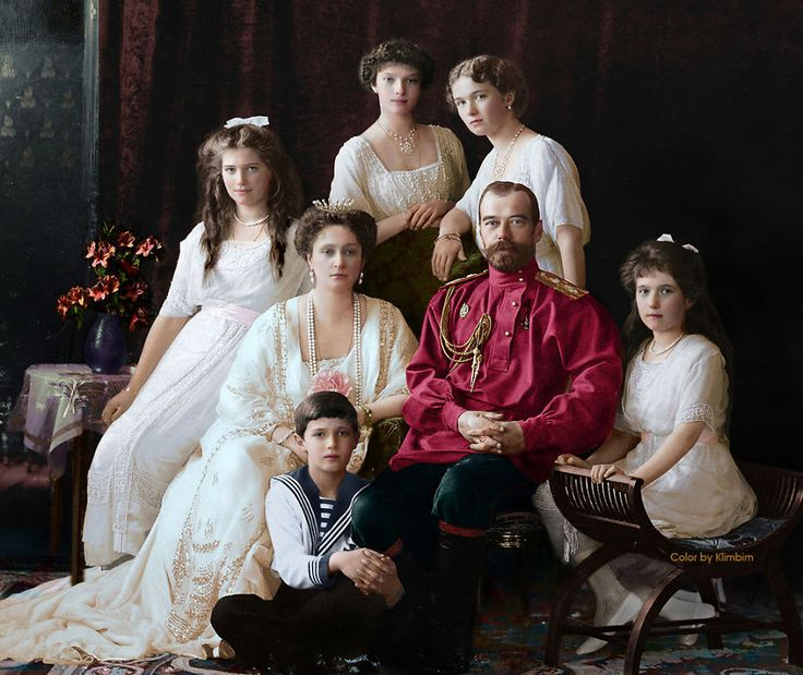 Family Nicholas Ii Of Russia, 1914 http://www.boredpanda.com/colorized-vintage-old-photos-russia/