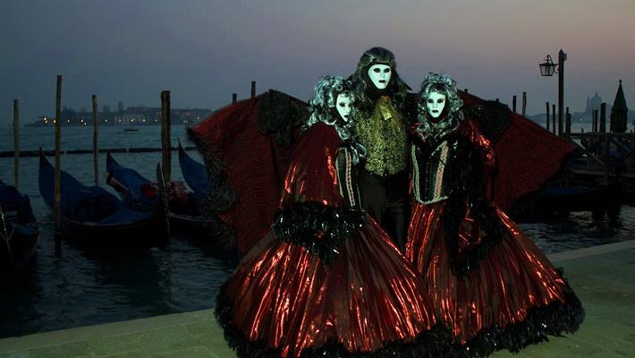 20 de poze cu impresionantul Carnaval de la Venetia 2012.  Vezi mai multe poze pe www.ghiduri-turistice.info  Source : www.flickr.com/photos/coramarco